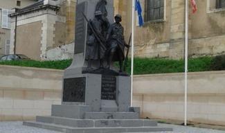 MONUMENT AUX MORTS - Thiaucourt-Regniéville