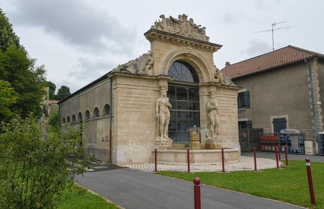 ARCHITECTURE REMARQUABLE : FONTAINE DE NEPTUNE ET D'AMPHITRITE 1 - Lacroix-sur-Meuse
