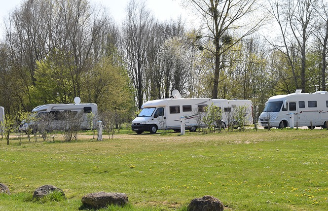 AIRE DE STATIONNEMENT CAMPING-CAR CONFORT DU LAC DE MADINE - HEUDICOURT 1 - Heudicourt-sous-les-Côtes
