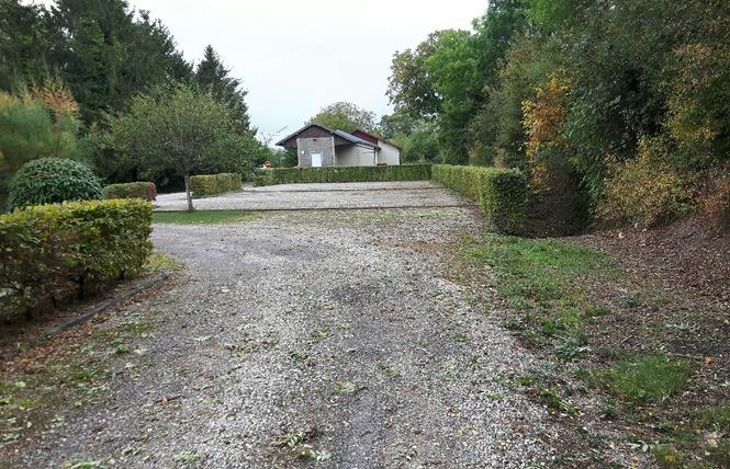 AIRE DE STATIONNEMENT 1 - Nubécourt