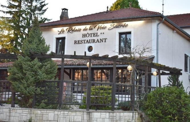 HOTEL RESTAURANT LE RELAIS DE LA VOIE SACREE 4 - Les Trois-Domaines