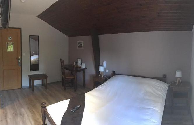 HOTEL RESTAURANT LE RELAIS DE LA VOIE SACREE 3 - Les Trois-Domaines